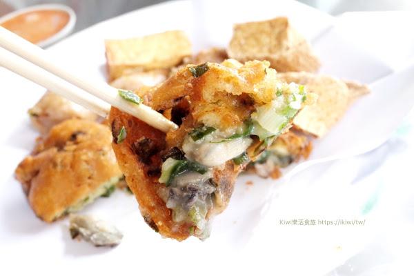 南投榕樹下叩仔嗲  草屯在地銅板美食 古早味炸物推薦蚵嗲/肉嗲/米腸/豆腐