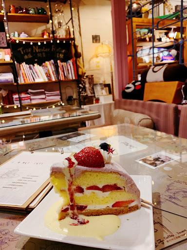 將小巷老宅已文青風格佐以擺盤,蛋糕滋味有層次。