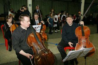 Photo: По преданиям, некоторые монархи выбирали виолончель для музицирования в камерных ансамблях.  В достоинстве и благородстве современных исполнителей на этом инструменте сомневаться не приходится.