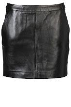 Photo: Jupe Cuir OAKWOOD : http://shop.be.com/tendances/total-cuir/tous-les-produits/jupe-cuir/2318/n16/d0/s/p/c/b/e/t.html#