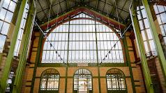 Vestíbulo rehabilitado de la estación del ferrocarril histórica