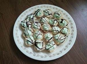 Pistachio Pudding Tarts With Chocolate Drizzle