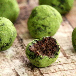 Gluten-Free Vegan Matcha Avocado Truffles (Vegan, Gluten-Free, Dairy-Free, Nut-Free, Paleo-Friendly, No Refined Sugar).
