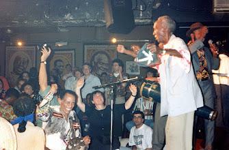 "Photo: La Conga de Los Hoyos au New Morning - Au premier plan à gauche ""El muerto"" (El muerto se fué de rumba),  debout sur la scène : Chan - 1994 - archives familiales Herrera Zapata"