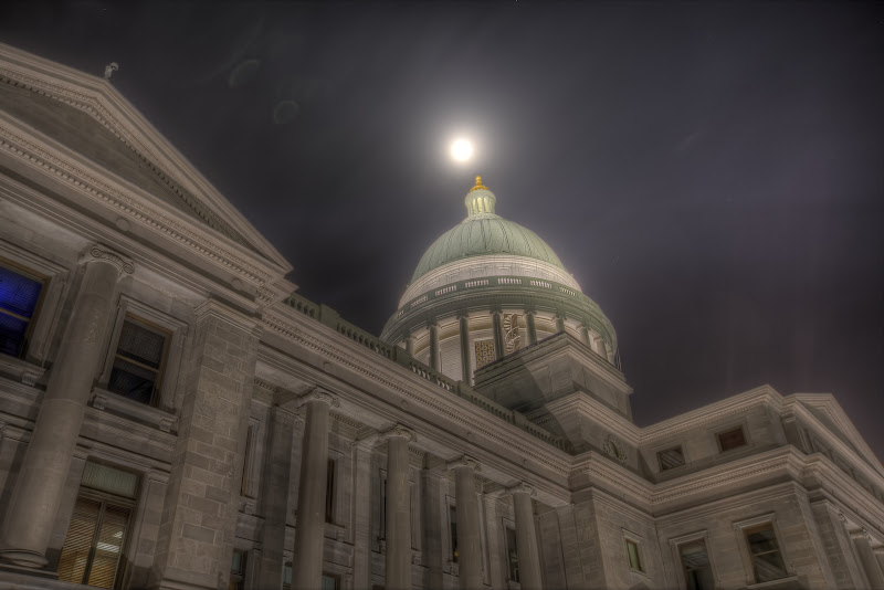 Photo: Arkansas' State Capitol building at night.  * Canon 5DmkIII / 16/35mm @31mm/7 shot HDR