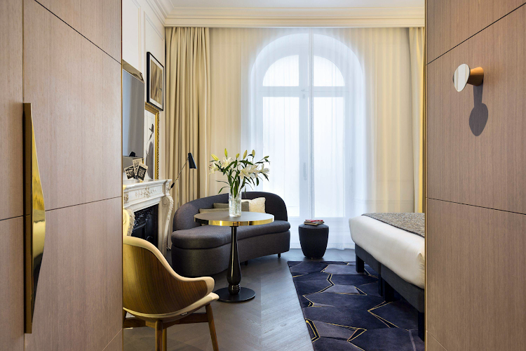Studio apartment at Champs Elysee apartment