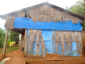 Photo: Nhà của 2 vợ chông và 1 mẹ già