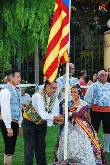 Homenaje a la Real Senyera con representación del Duc