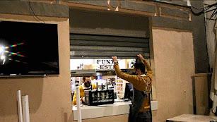 Los ciudadanos despiden la última noche de la hostelería almeriense.