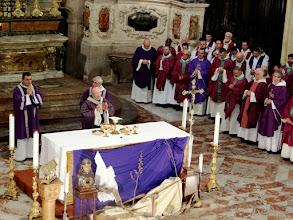 Photo: Hlavním celebrantem byl nástupce biskupa Fulka na toulouském stolci mons. Le Gall.
