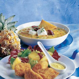 Currysalat mit Ananas, Erbsen und Hühner-Nuggets