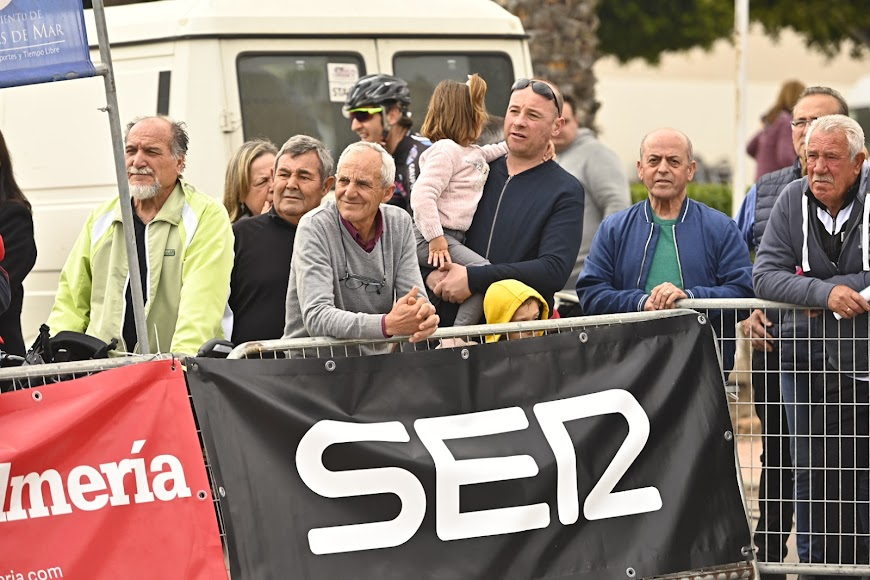 La Cadena SER, con la carrera.