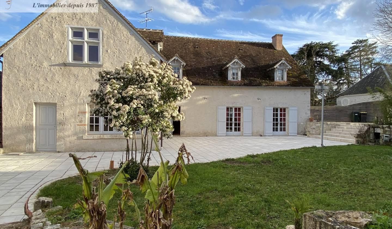 Maison avec terrasse Cour-sur-Loire