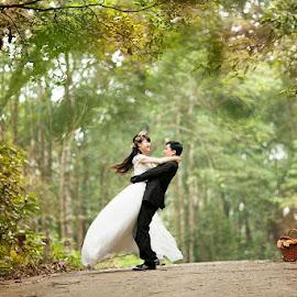 Husband Wife Problem Solution by Maulana Ji - Wedding Bride & Groom ( love, marriage photography, wife )