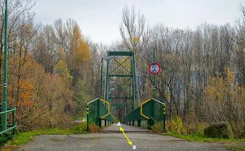Photo: HODOŇOVICE. LÁVKA PŘES ŘEKU OSTRAVICI (A) - trasa směr Pržno, Beskydy (B) - trasa směr Hodoňovice - centrum, F- M