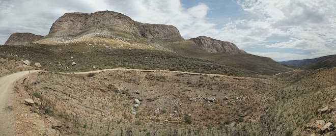 Bergpanorama auf dem Weg nach Gamkaskloof