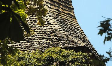 Photo: Die schöne holzschindelgedeckte Turmspitze auf der Dorfkirche in Stuer bei Röbel müsste demnächst repariert werden