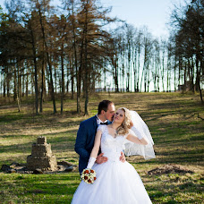 Wedding photographer Veronika Runec (Kapustastudio). Photo of 04.05.2015