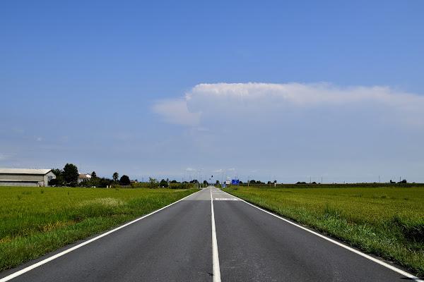 Strada in mezzo alla pianura di dadoo