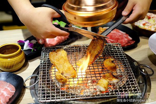 鑄燒|彰化市區日式炭火燒烤加火鍋吃到飽!金字塔組合肉盤之外還有多種肉品海鮮選擇,也有熟食冰品飲料自助吧可以享用哦