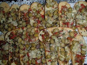 Photo: Tartine pesto , tomate fraîche et parmesan