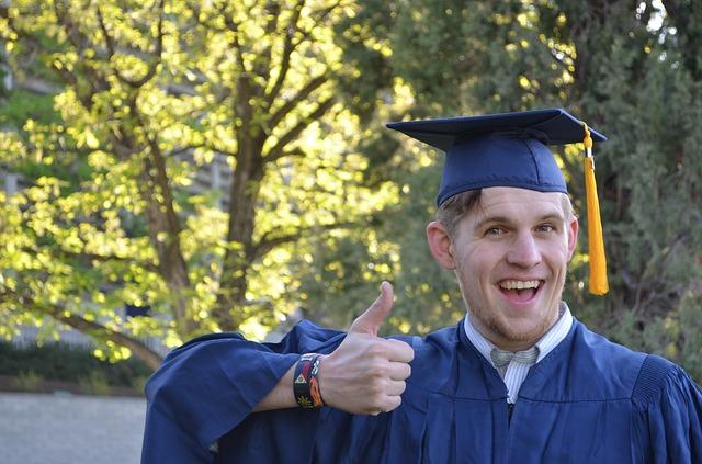 graduation-879941_640 (1).jpg