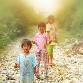 trio kwek kwek by Khairi Went - People Street & Candids ( mountains, kids, kids portrait, street photography, myst )