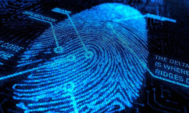 отпечатки пальцев жертвы уже были в базе данных полиции