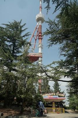 Der 274 m hohe Fernsehturm hat auch schon bessere Tage gesehen.