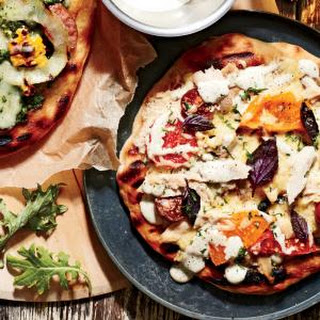 Smoked Chicken Pizza with White Barbecue Sauce.