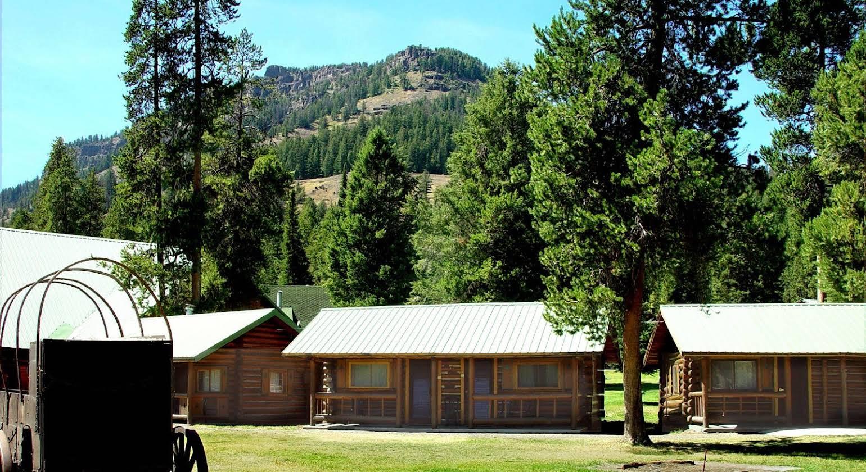 Pahaska Tepee Resort