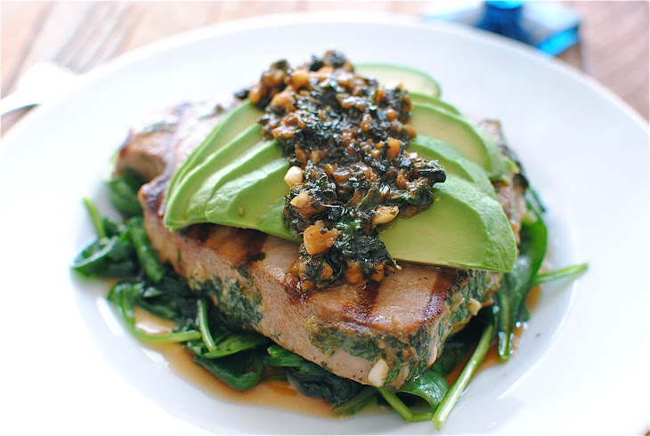 Grilled Citrus Tuna Steak with Avocado and Spinach Recept | Yummly