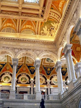 Photo: Upper gallery and roof at the south east corner of the main entrance to the Library of Congress
