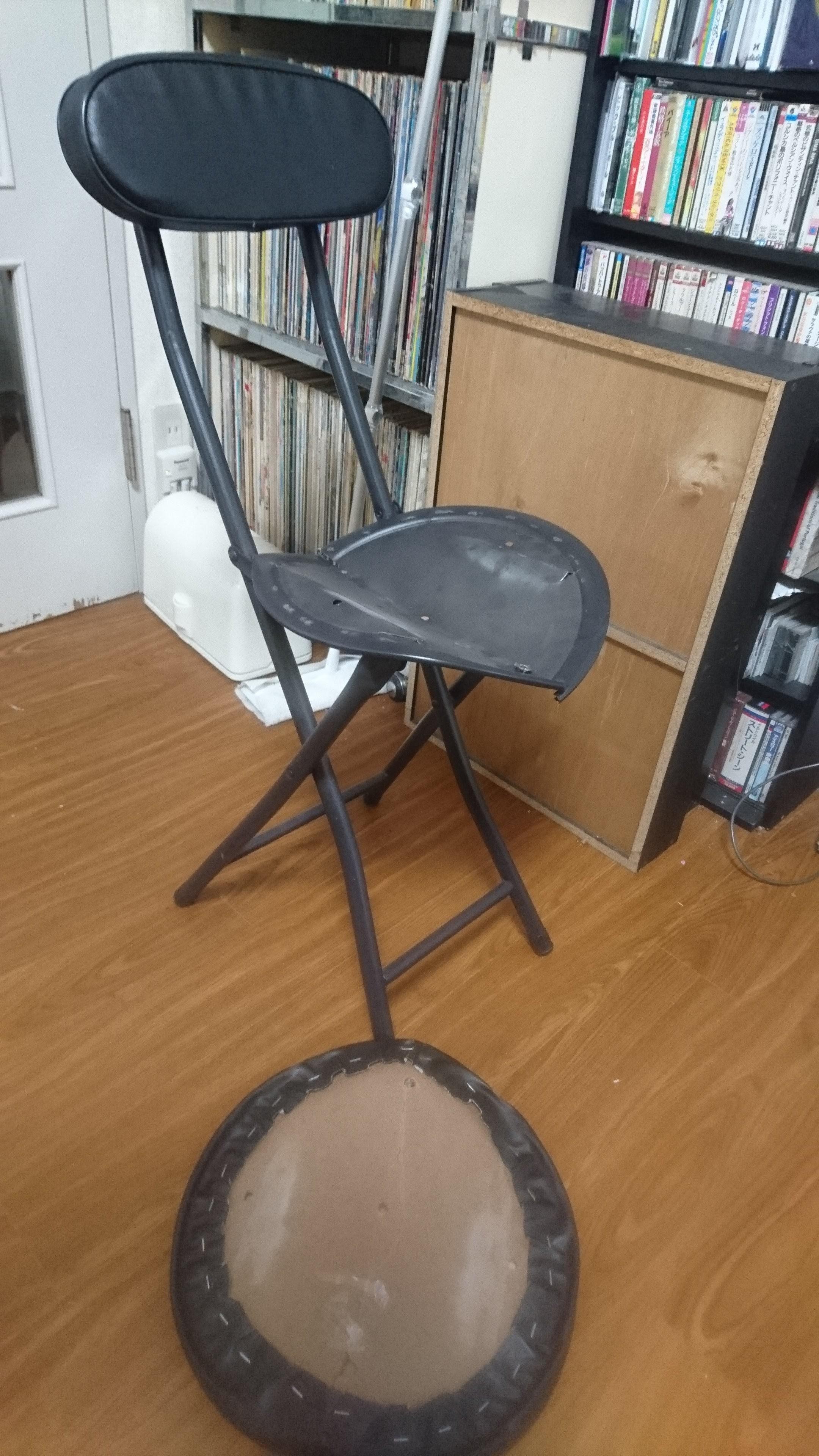 椅子も一脚、買わんとだめかあ。(重なるなあ 出費…。とほほ。)