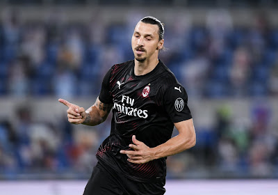 """Ibrahimovic test positief, Twitter én Zlatan grappen: """"Slecht idee van het virus"""" & """"Covid gaat nu twee weken in quarantaine"""""""