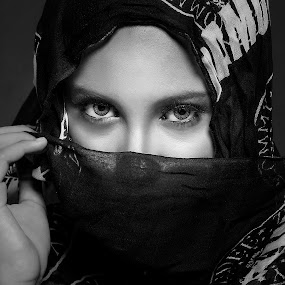 by Abie Akbar - Black & White Portraits & People