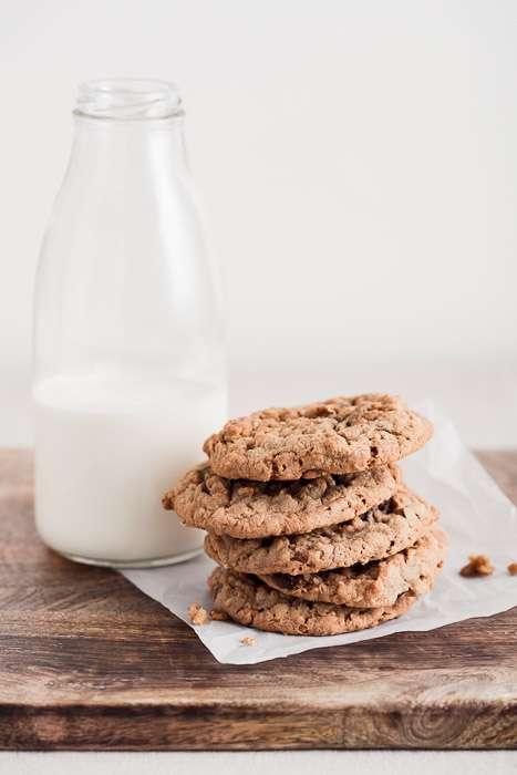 Đạo cụ chụp ảnh sản phẩm sữa và bánh quy