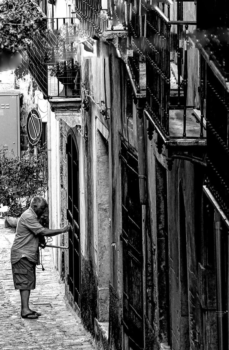 Entrare, uscire... In ogni caso l'importante è avere la chiave. di Francesco Abate