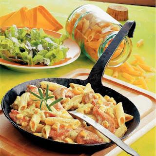 Nudelpfanne mit Putenfilet und Mais