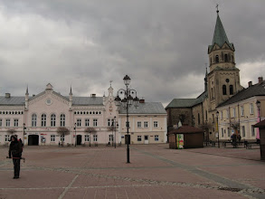 Photo: Widok na pierzeję wschodnią rynku i klasztor franciszkański.