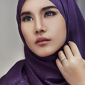 lovely eyes by ARE Samudra - People Portraits of Women ( flash, malang, model, woman, beauty, nikon, hijab, portrait )