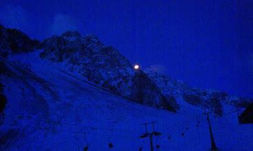 Photo: Luna v ozadju