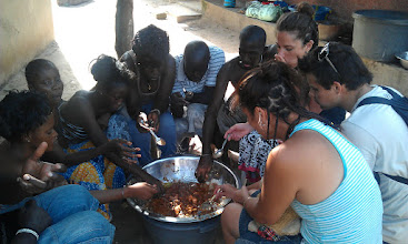 Photo: Comiendo Mafe en mi casa con unos clientes, que ellos mismos cocinaron!