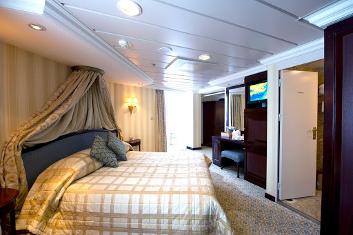 Adonia-Suite.jpg - Stay in a comfortable Suite on Fathom's Adonia.