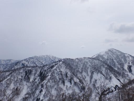 三周ヶ岳(右)と高丸(左)