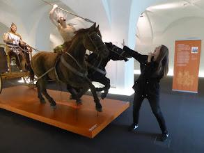 Photo: Die Kelten greifen an – im Museum in Hallein