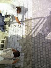 Photo: Ejecución de pavimento exterior.