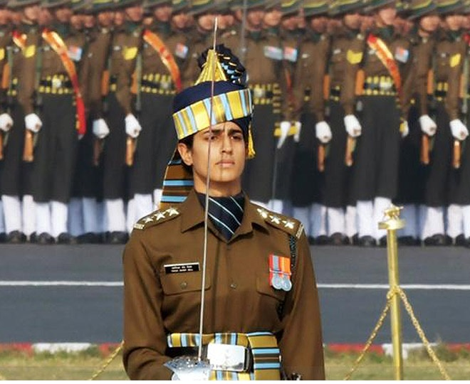 Republic Day 2020: Capt Tania Shergill leads all-men marching contingent at  Gantantra Diwas parade | Watch
