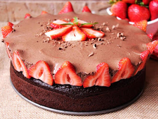 Rose's Chocolate Mousse Berry Cake Recipe