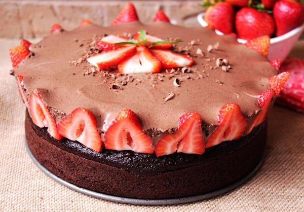 Rose's Chocolate Mousse Berry Cake Recipe